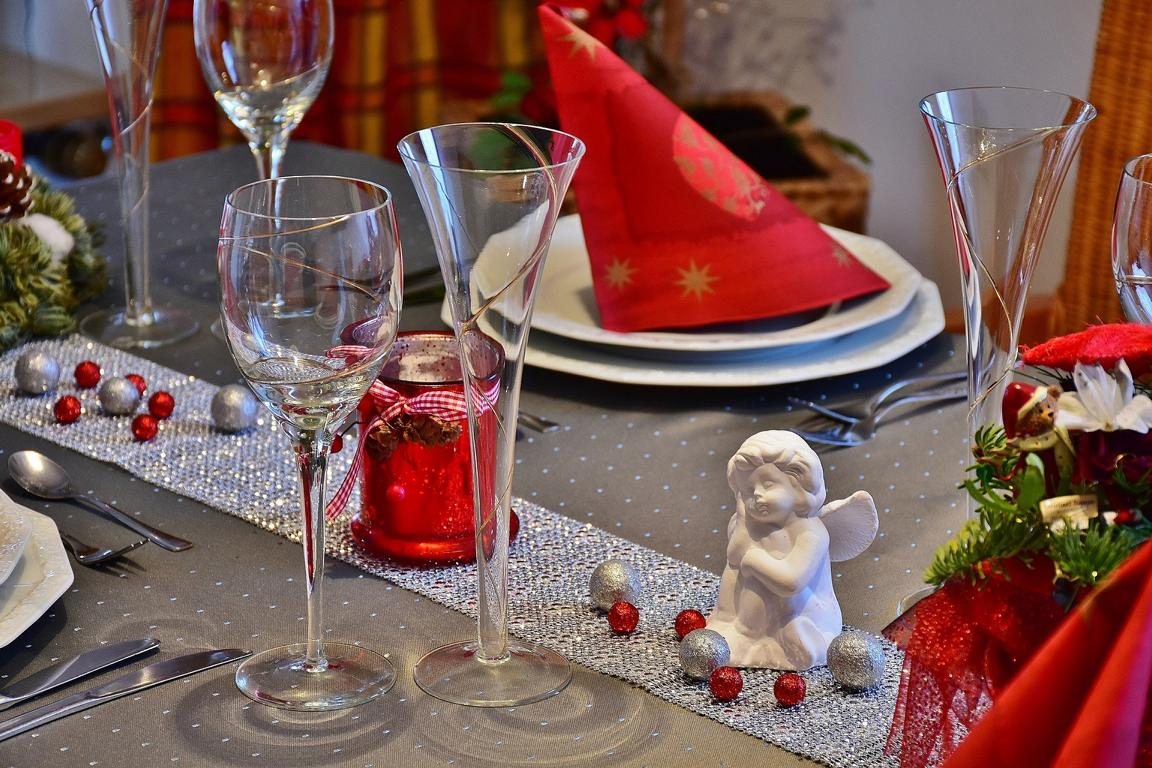 red christmas table